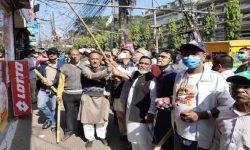 ইংরেজি নামফলকে কালিলেপন করে প্রতিবাদ চট্টগ্রামে